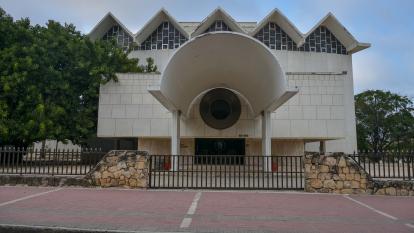 Fachada del teatro Amira De la Rosa,  uno de los  complejos culturales más importantes de Barranquilla.