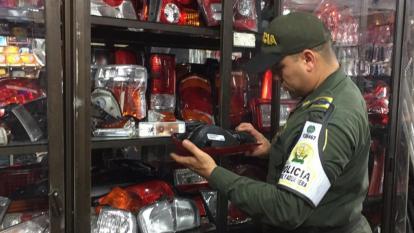 Policía Fiscal y Aduanera aprehende más de mil unidades de autopartes de contrabando