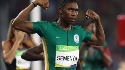 La sudafricana Caster Semenya en la pista atlética.