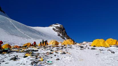 """El Everest tendrá inodoros """"ecológicos"""" a 7.000 metros de altitud"""