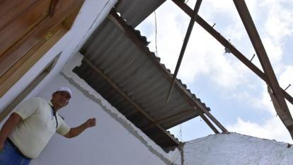 Vivienda de Palmar de Varela que terminó destechada.