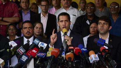 Guaidó desafía a Maduro con marchas hacia cuarteles de Venezuela