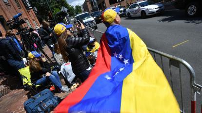 Embajada de Venezuela en EEUU continúa ocupada por activistas