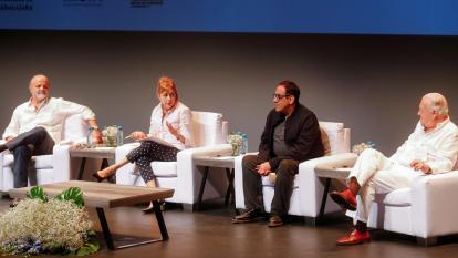 El escritor chileno Carlos Franz; la cubana Mayra Montero; el mexicano Alberto Chimal, y el español Juan Jesús Armas Marcelo.