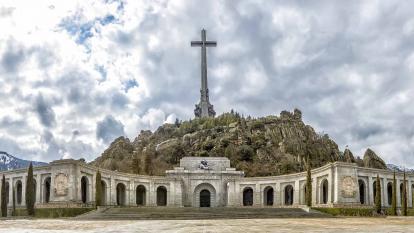 Vaticano aclara posición sobre restos de Franco y desaprueba al nuncio saliente