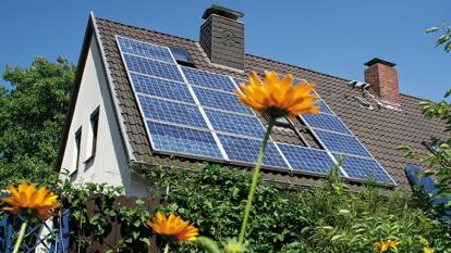 Paneles solares y nada de aviones: así son los revolucionarios del clima en EEUU