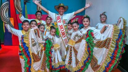 En video | Con sus primeros pasos de cumbia, Alcides Romero se presenta como rey Momo 2020