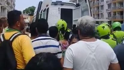 En video   Casi linchan a hombre señalado de intento de abuso a menor en un ascensor en San Isidro