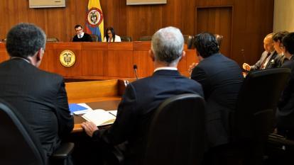 """Uribe quedó """"formalmente vinculado"""" a proceso por fraude y soborno: Corte Suprema"""