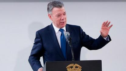 """El cambio climático es """"peor"""" que una guerra nuclear, afirma expresidente Santos"""