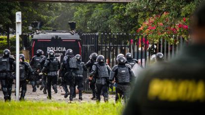 En video | Esmad irrumpe por primera vez en UA en medio de graves disturbios