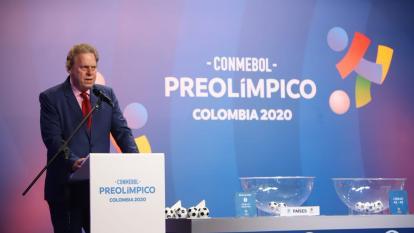 Ramón Jesurun, presidente de la FCF, durante el sorteo del Torneo Preolímpico Sub-23.
