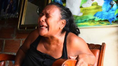 Matha llora la muerte de su nieto, al que recordaba cada vez que veìa el cartel de su primer cumpleaños.
