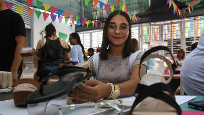 María Almanza creó sus zapatos ortopédicos hace cuatro años.
