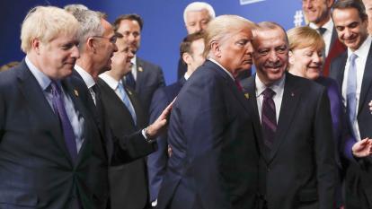 En video | Captan a varios líderes de la OTAN  riéndose de Trump