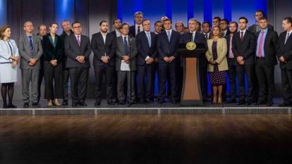 El presidente Iván Duque anuncia el proyecto de la nueva reforma tributaria (Ley de Crecimiento Económico) al lado del ministro de Hacienda y congresistas de las comisiones terceras conjuntas.
