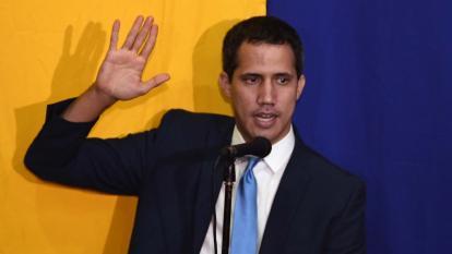 Guaidó es ratificado presidente del Parlamento por diputados de oposición