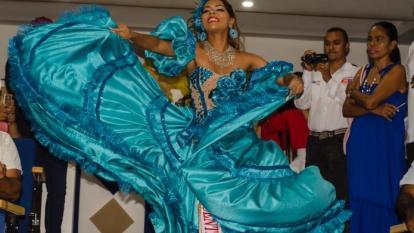 80 bailarines acompañan a María Alejandra en Lectura del Bando en Valledupar