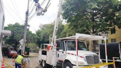 Personal de Electricaribe realiza mejoras eléctricas en un sector de Barranquilla. Imagen de referencia.