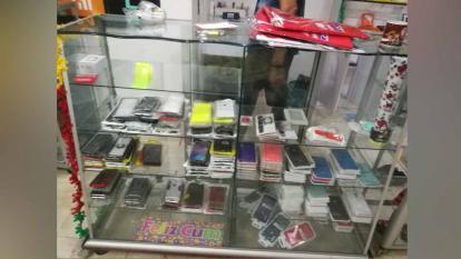 Denuncian millonario robo en almacén de celulares