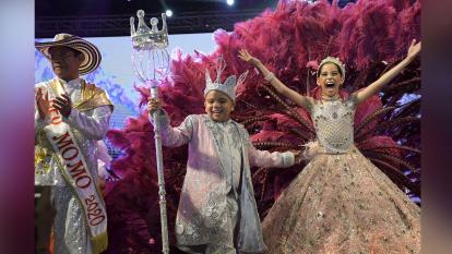 Los reyes de los Niños brindaron un colorido espectáculo antes de recibir la corona  y leer su Bando. Más de 500 niños participaron.