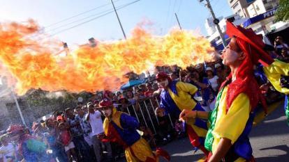 Los Diablos Arlequines en el desfile de la calle 84.