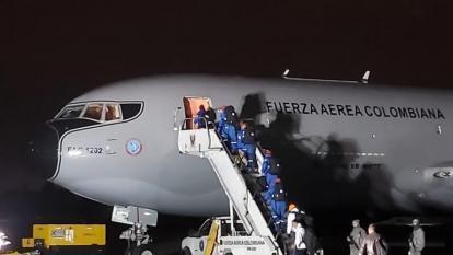 Aterriza en Bogotá el avión con los 15 colombianos provenientes de Wuhan