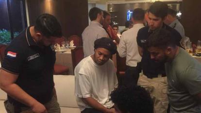 Ronaldinho fue retenido por autoridades paraguayas.