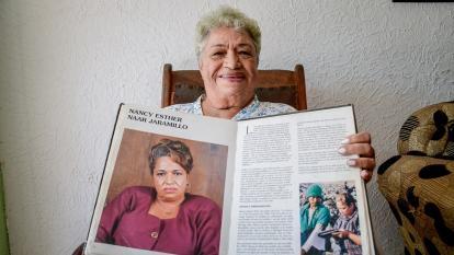 Nancy Naar recibió un reconocimiento en la edición de 1996 del ‹Libro de oro de la mujer en Colombia›.