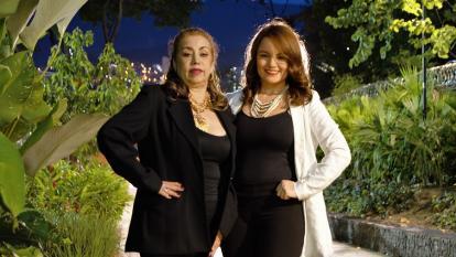 Fabiola Calle (izquierda) junto a Lina Barrientos, integran en la actualidad el dúo Las Hermanitas Calle.