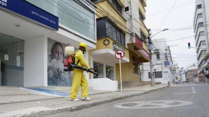La desinfección de las zonas de mayor afluencia estará a cargo de personas especializadas.