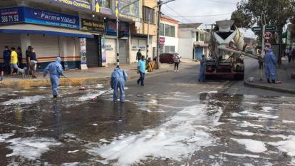 Operarios de Aseo realizan labores de limpieza y desinfección en Soledad.