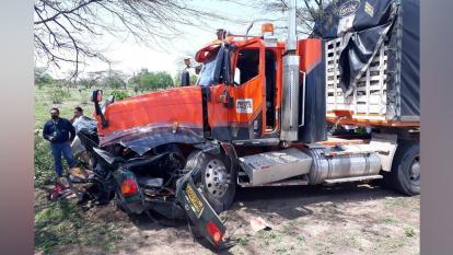 El vehículo particular quedó destrozado.