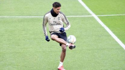 Raphael Varane durante un entrenamiento con el Real Madrid.