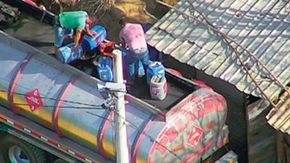 Denuncian aparente contrabando de combustible