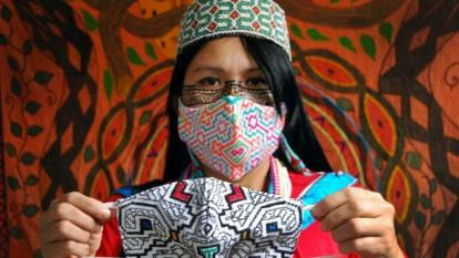 Mascarillas andinas y amazónicas salvan de la crisis a artesanos de Perú