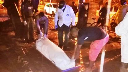 La Policía realizó el levantamiento del cadáver.