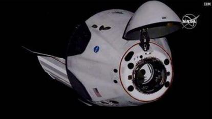 La cápsula de SpaceX llega a la EEI tras 19 horas de vuelo