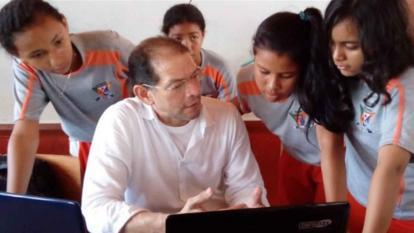 El profesor Carlos Enrique Arias es docente de la Institución Educativa San Antonio María Claret, en Córdoba.