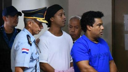 Ronaldinho junto a su hermano en Paraguay.