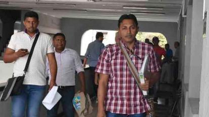 Líder wayuu Javier Rojas Uriana (derecha).