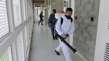 Desinfectan uno de los centros carcelarios del país.