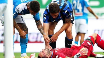 David Ospina al momento de recibir el golpe en el partido ante el Atalanta.
