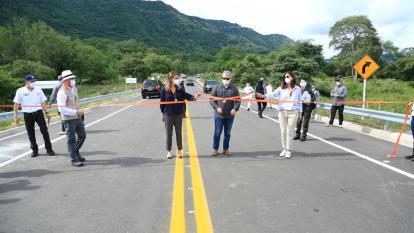 El presidente Iván Duque, la vicepresidente Marta Lucía Ramírez y la ministra de Transporte, Ángela María Orozco, en la inauguración de la obra.
