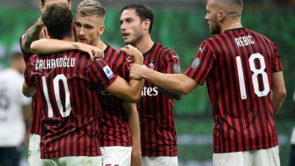 El AC Milan arrolla al Bolonia y pone pie y medio en la Liga de Europa