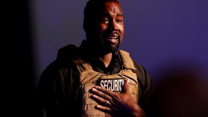 Kanye West llora en el estreno de su campaña a la presidencia de EEUU