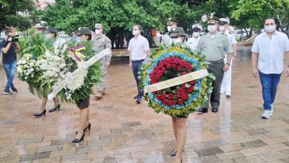 Con una ofrenda floral Sincelejo rinde homenaje a los héroes de Colombia