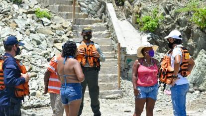 Sorprenden a 23 personas de paseo en playas y ríos de Santa Marta