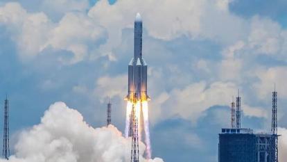 La próxima etapa del programa marciano de China es enviar una sonda más grande alrededor de 2030 para recolectar muestras y traerlas de vuelta a la Tierra.