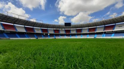 Así se encuentra el nuevo césped del estadio Metropolitano Roberto Meléndez